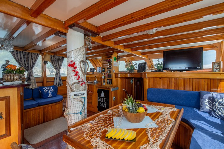 Up to 12 persons can enjoy a ride on this Gulet boat