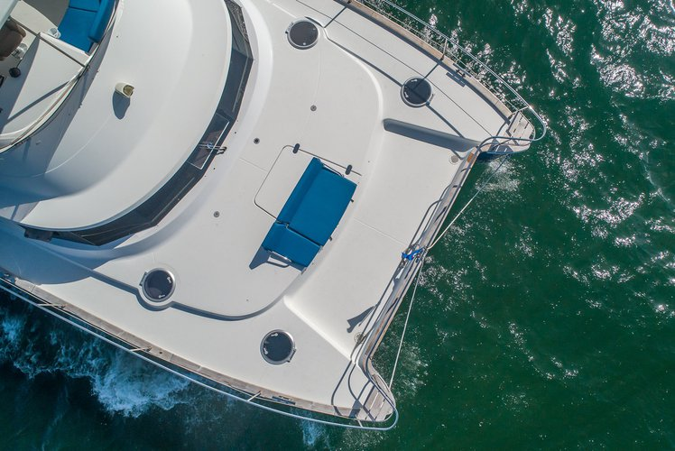 Discover Key Biscayne surroundings on this Cumberland 47 Fountaine Pajot boat