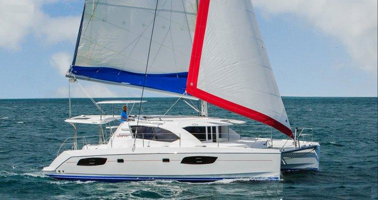 Discover Shute Harbor surroundings on this 444 Custom boat
