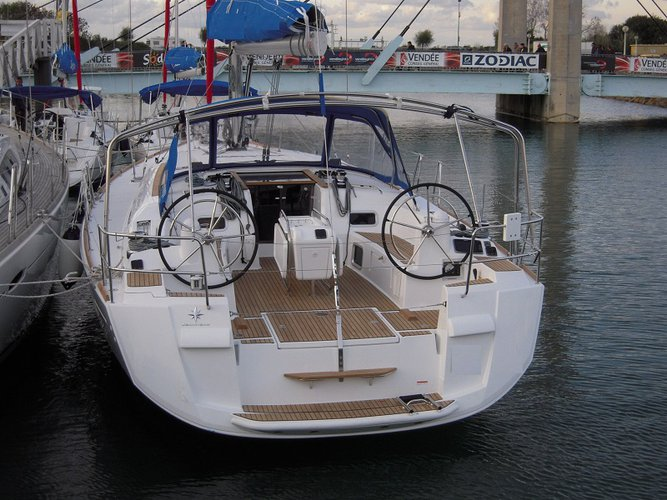 Discover Road Town surroundings on this 51 Sunsail boat