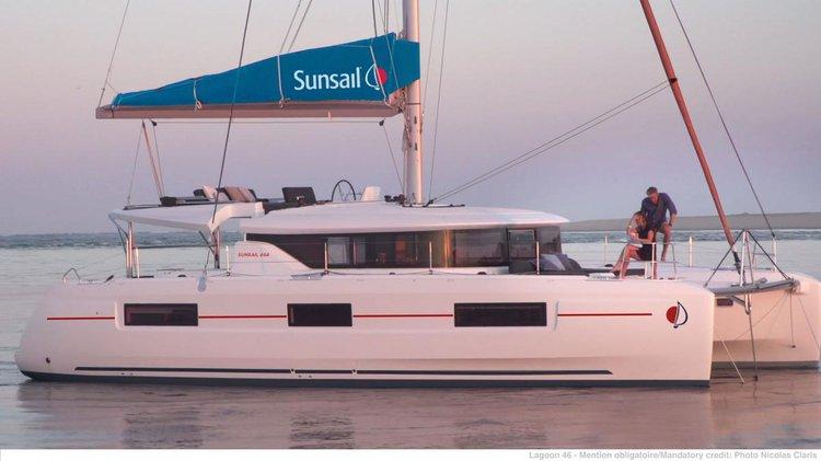 Discover Palma de Mallorca surroundings on this 464 Lagoon boat