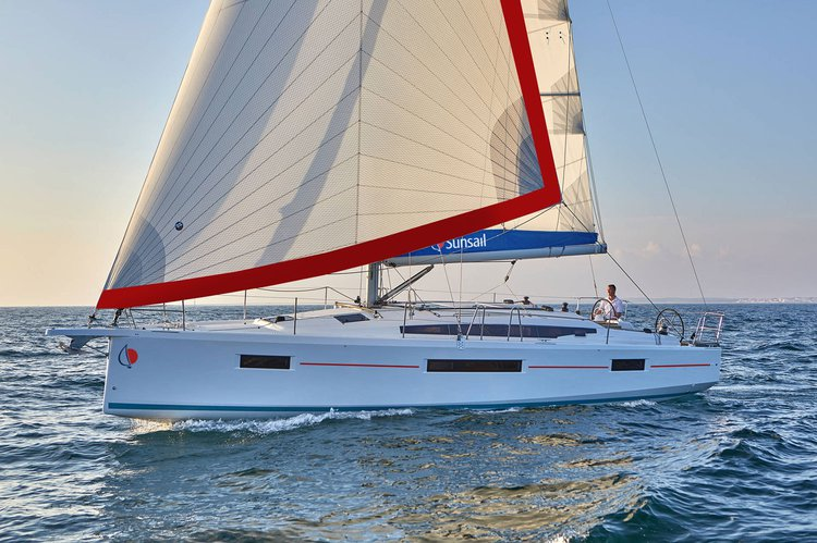 This 40.0' Sunsail cand take up to 8 passengers around Road Town