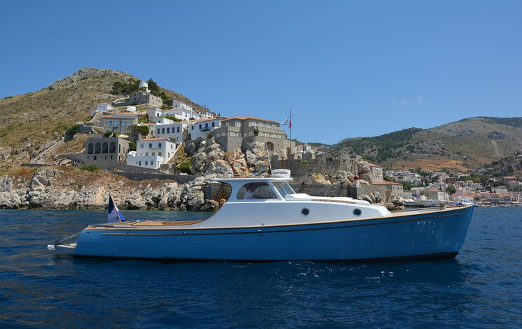 Classic boat for rent in Hydra