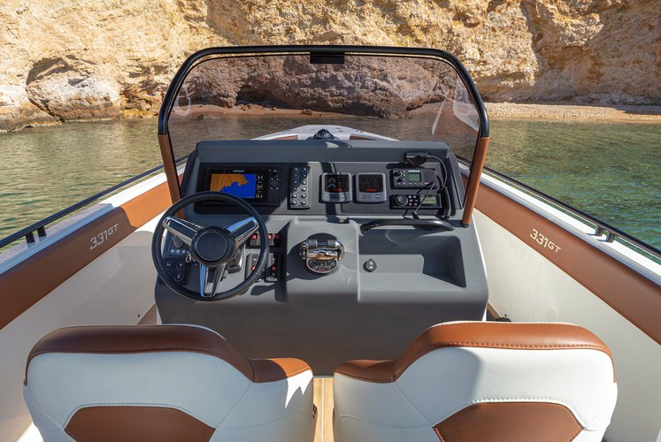Discover Athens-Hellinikon surroundings on this Onda 331 GT Magna boat