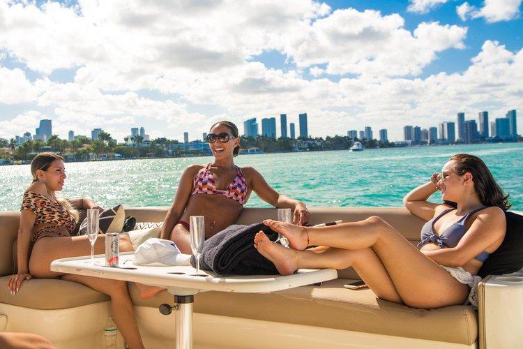 This 50.0' Sea Ray cand take up to 12 passengers around Miami Beach