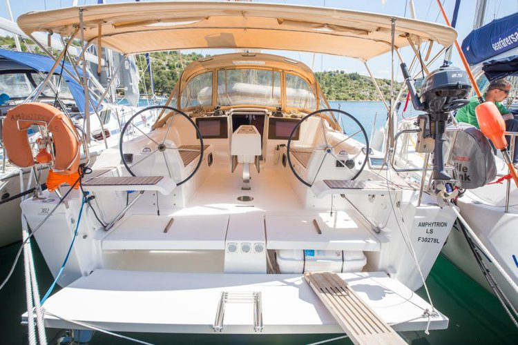 Discover  surroundings on this 382 Liberty Dufour boat