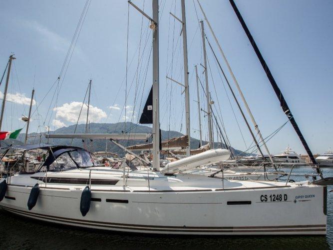 Enjoy Castellammare di Stabia, IT to the fullest on our comfortable Jeanneau Sun Odyssey 439