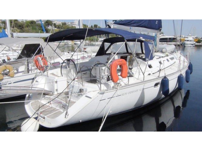 Jump aboard this beautiful Jeanneau Sun Odyssey 52.2