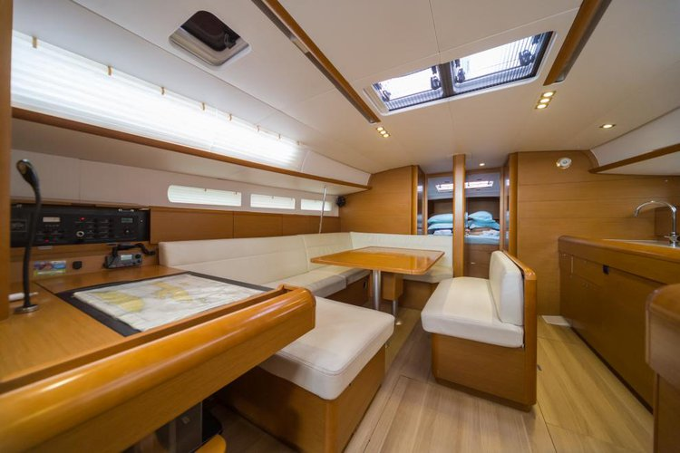 Monohull boat for rent in