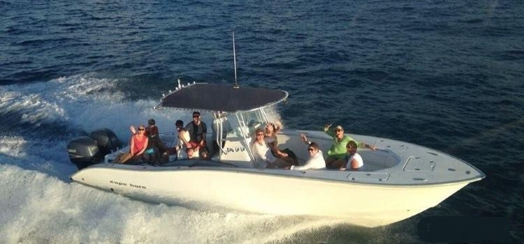 Discover Charlotte Amalie surroundings on this 31T Cape Horn boat