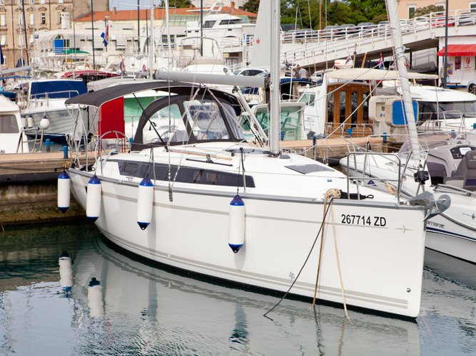 Get on the water and enjoy Zadar in style on our Bavaria Yachtbau Bavaria Cruiser 34  Style