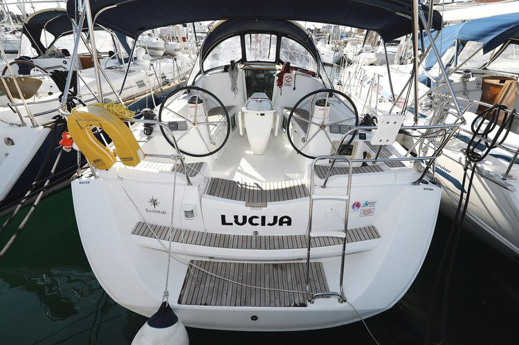 Take this Jeanneau Sun Odyssey 39i for a spin!