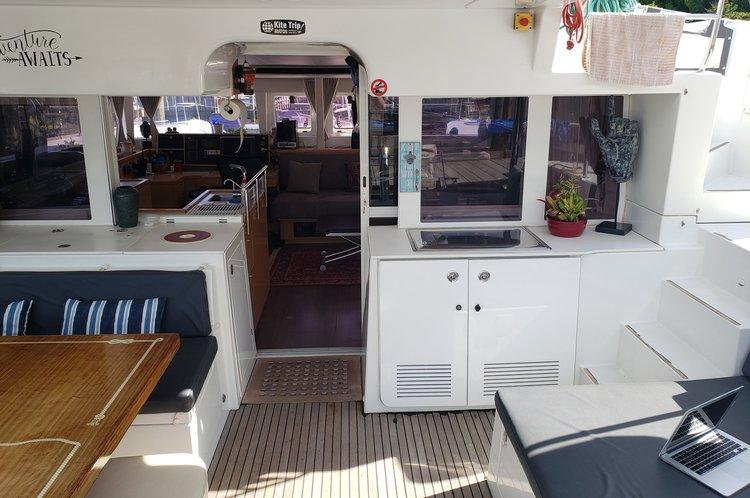 Catamaran boat rental in Alpine Marina, NJ