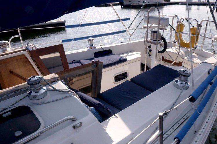 Cruiser boat rental in Brooklyn, NY