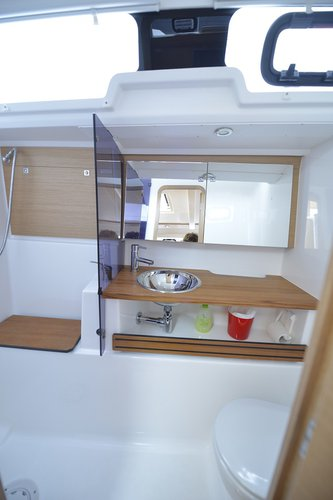 This 41.0' Dufour Yachts cand take up to 8 passengers around Tuscany