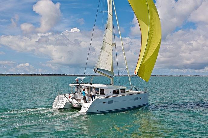 Jump aboard this beautiful Lagoon-Bénéteau Lagoon 400 S2