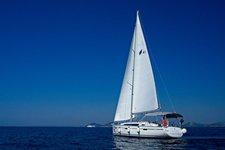 Beautiful Bavaria Yachtbau Bavaria Cruiser 41 ideal for sailing and fun in the sun!