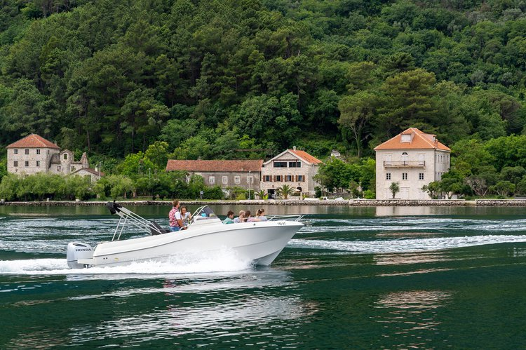 Discover kotor surroundings on this Open 750 Atlantic Marine boat