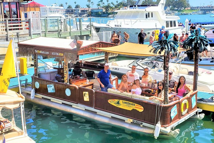 Pontoon boat rental in Port Calypso Marina, CA