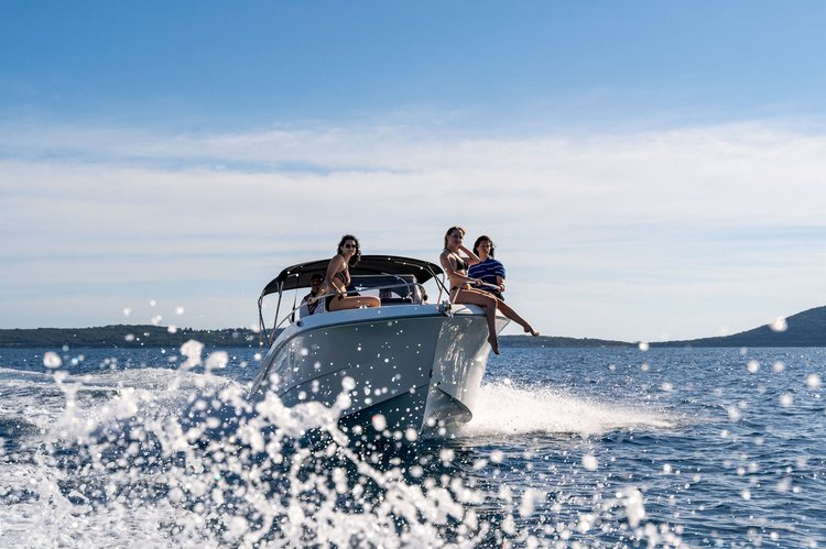 Enjoy in an amassing  experience on this beautiful boat