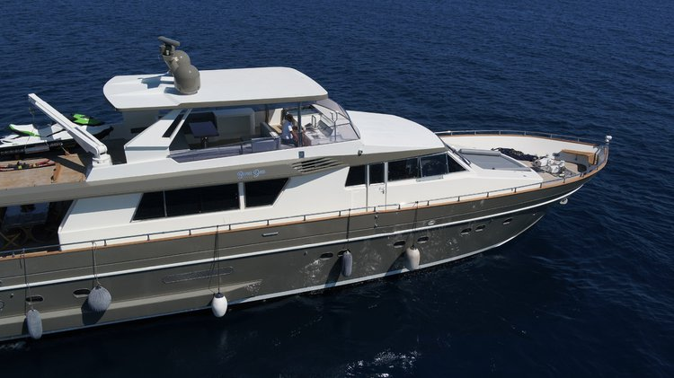Discover Bodrum surroundings on this SL 82 Sanlorenzo boat