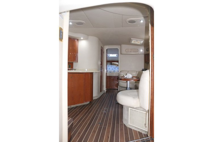 Up to 10 persons can enjoy a ride on this Sea Ray boat