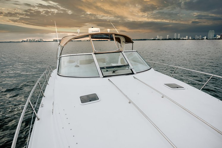 This 42.0' Sea Ray cand take up to 8 passengers around Miami Beach