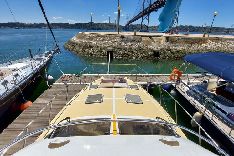 Boat for rent Unique Model 46.0 feet in Doca de Alcântara - Porto de Lisboa, Portugal