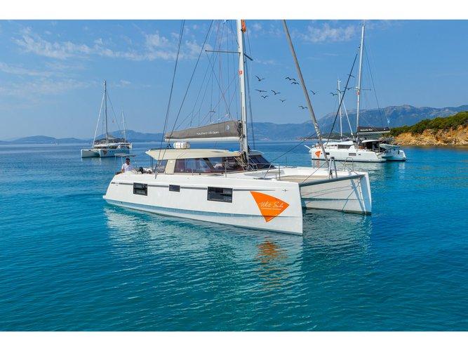 Jump aboard this beautiful Catamarans Nautitech Nautitech Open 40