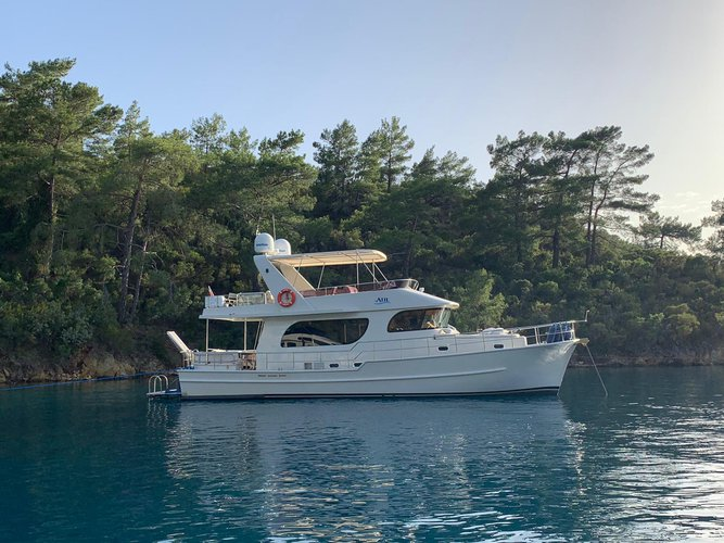 Discover Göcek surroundings on this Trawler 2014 boat
