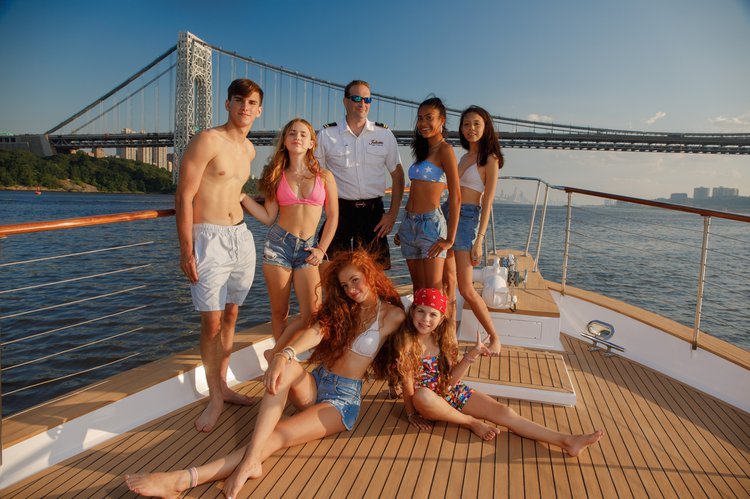Up to 30 persons can enjoy a ride on this Mega yacht boat