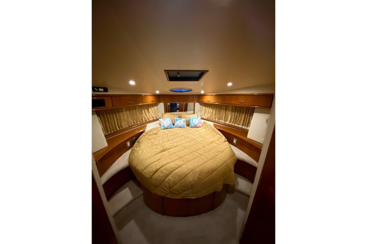 Up to 6 persons can enjoy a ride on this Motor yacht boat