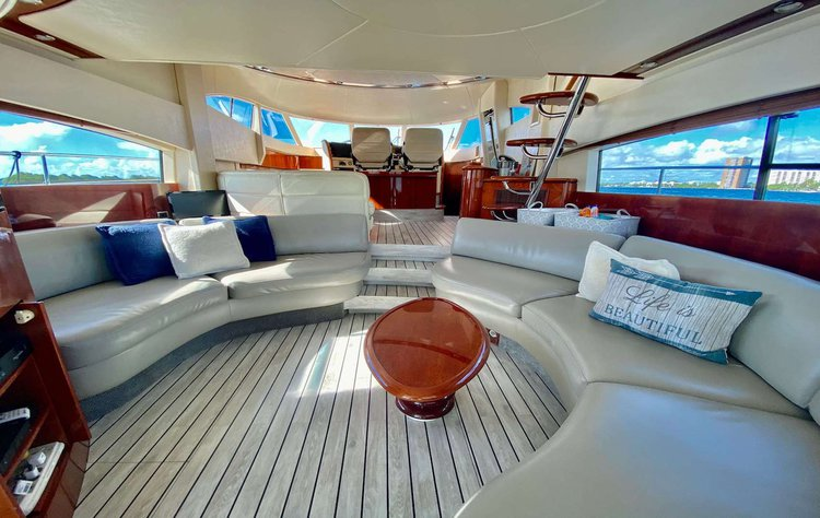 Discover North Bay Village surroundings on this Flybridge S Fairline boat