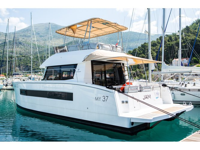 All you need to do is relax and have fun aboard the Fountaine Pajot Fountaine Pajot MY 37[G]