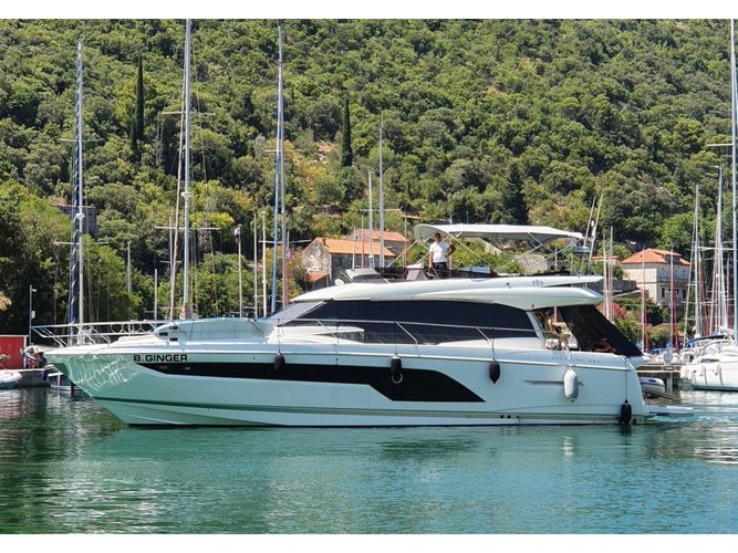 The perfect boat to enjoy everything Dubrovnik, HR has to offer