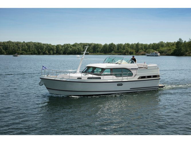 The perfect boat charter to enjoy BE in style