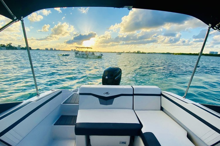 Boating is fun with a Motor boat in Miami Beach