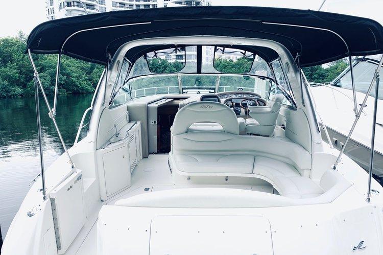 Discover Aventura surroundings on this SUNDANCER 380 SEARAY boat