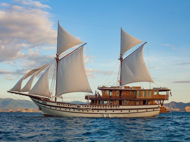 Hop aboard this amazing sailboat rental in Teluk Ambon!