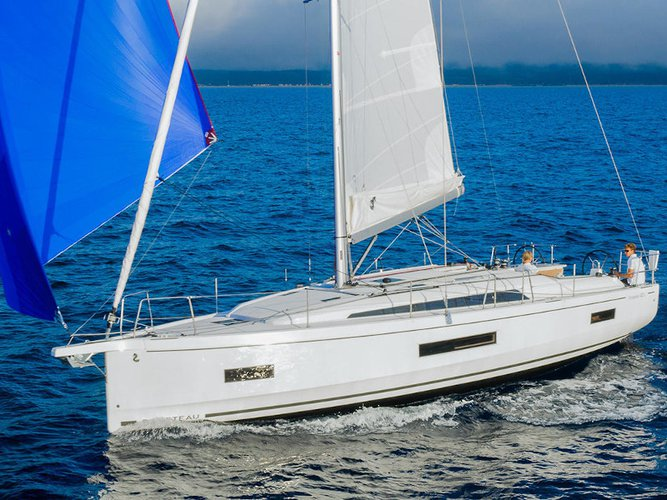 Sail the beautiful waters of Athens on this cozy Beneteau Oceanis 40.1