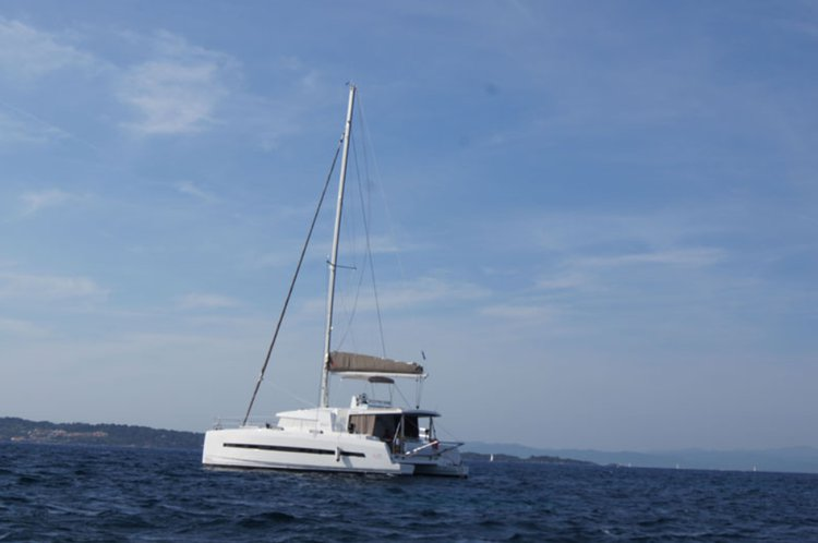 Explore USA on our comfortable catamaran for rent