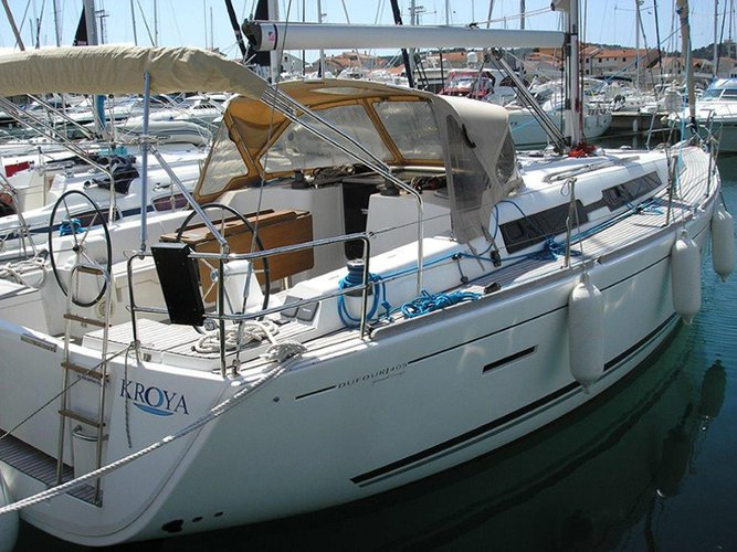 Sail the beautiful waters of Kaštel Gomilica on this cozy Dufour Yachts Dufour 405 RM