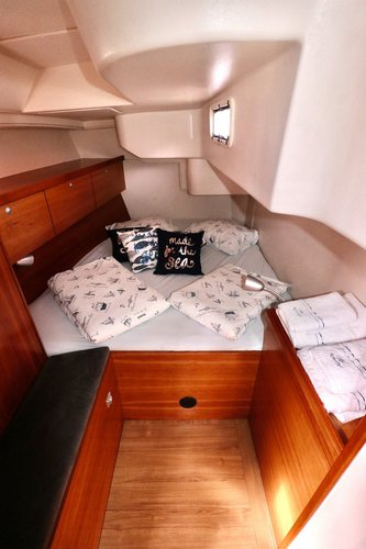 Discover Split region surroundings on this Hanse 470 Hanse Yachts boat