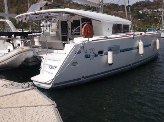 Beautiful Lagoon Lagoon 400 S2 ideal for sailing and fun in the sun!
