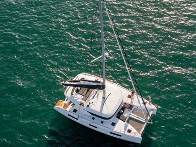 Take this Lagoon Lagoon 46 (skippered 10 pax) for a spin!