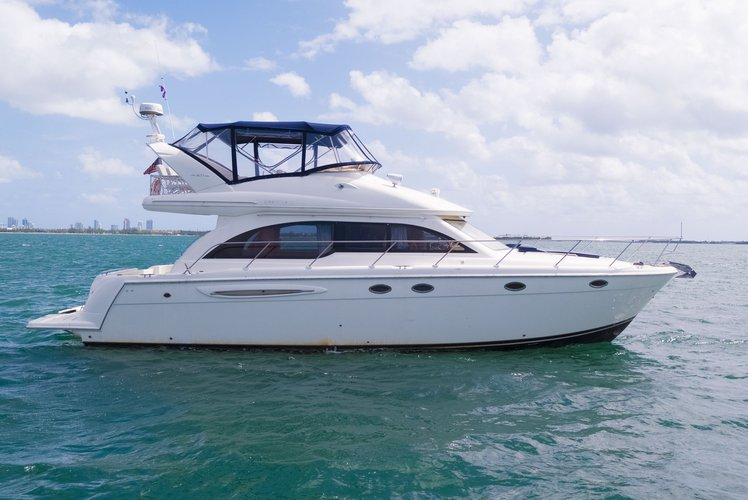 Discover Miami surroundings on this Meridian Yachts 411 Sedan Meridian boat