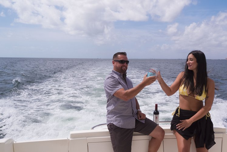 This 50.0' Meridian cand take up to 13 passengers around Miami