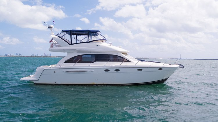 Up to 13 persons can enjoy a ride on this Cruiser boat