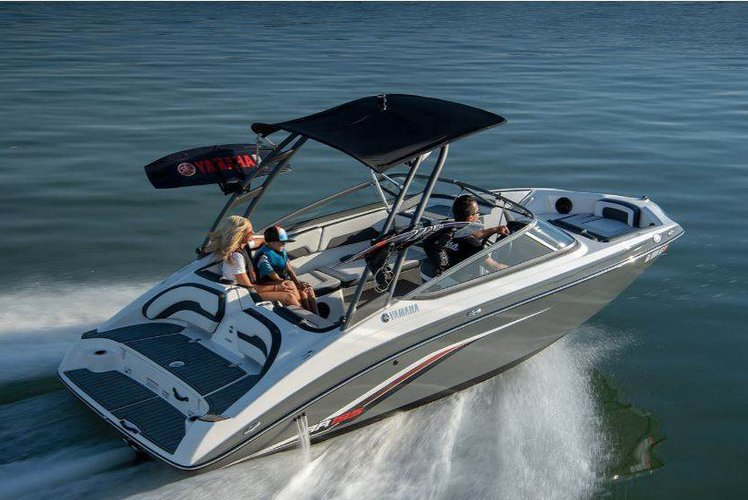 Boating is fun with a Jet boat in Key Biscayne