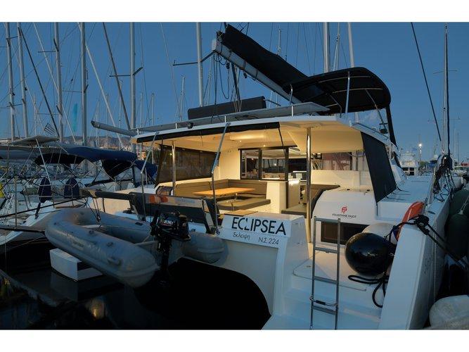 This sailboat charter is perfect to enjoy Piraeus